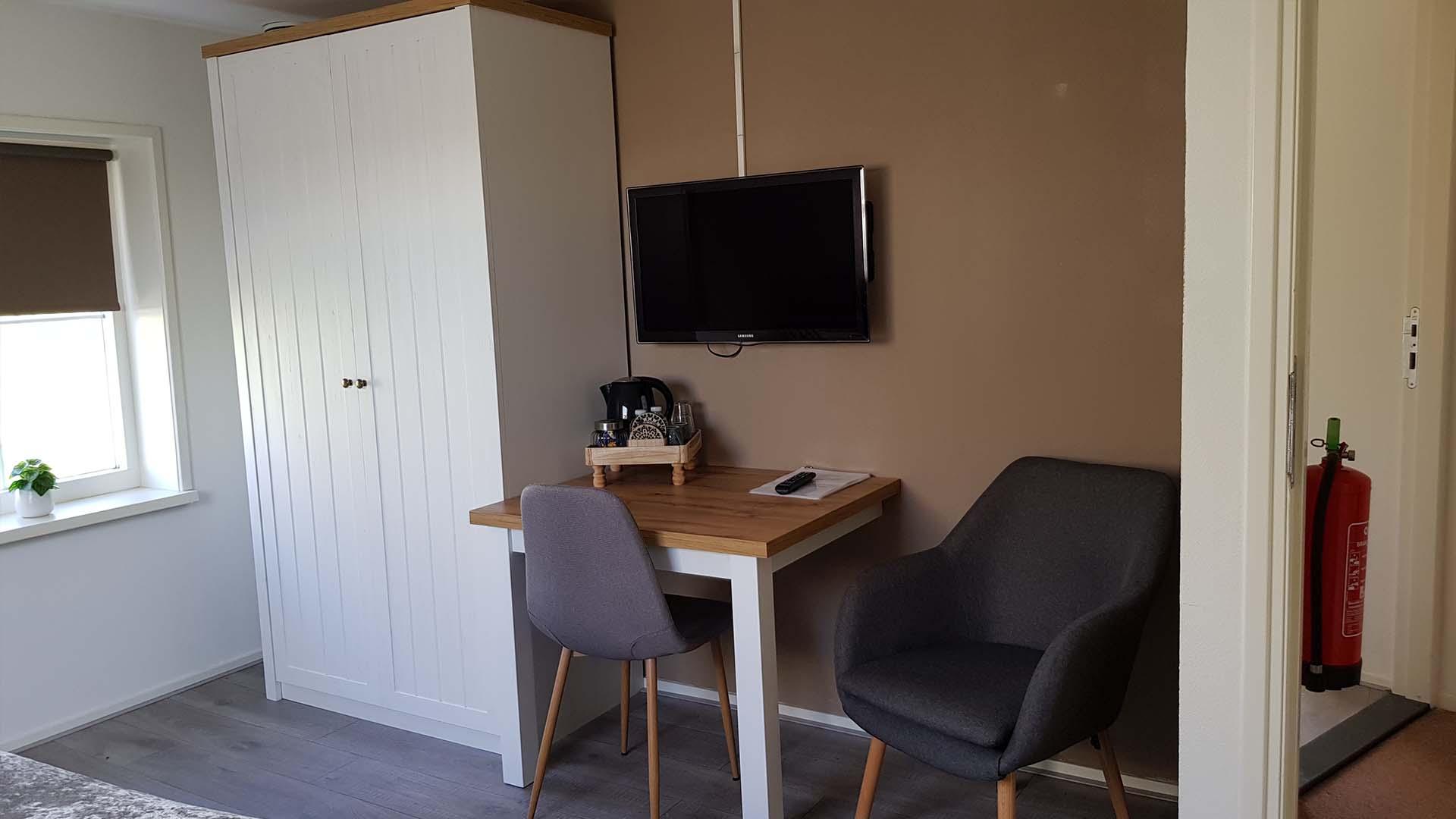 kamer 1 bureau B&B Plompetorenzicht Burg-Haamstede Zeeland