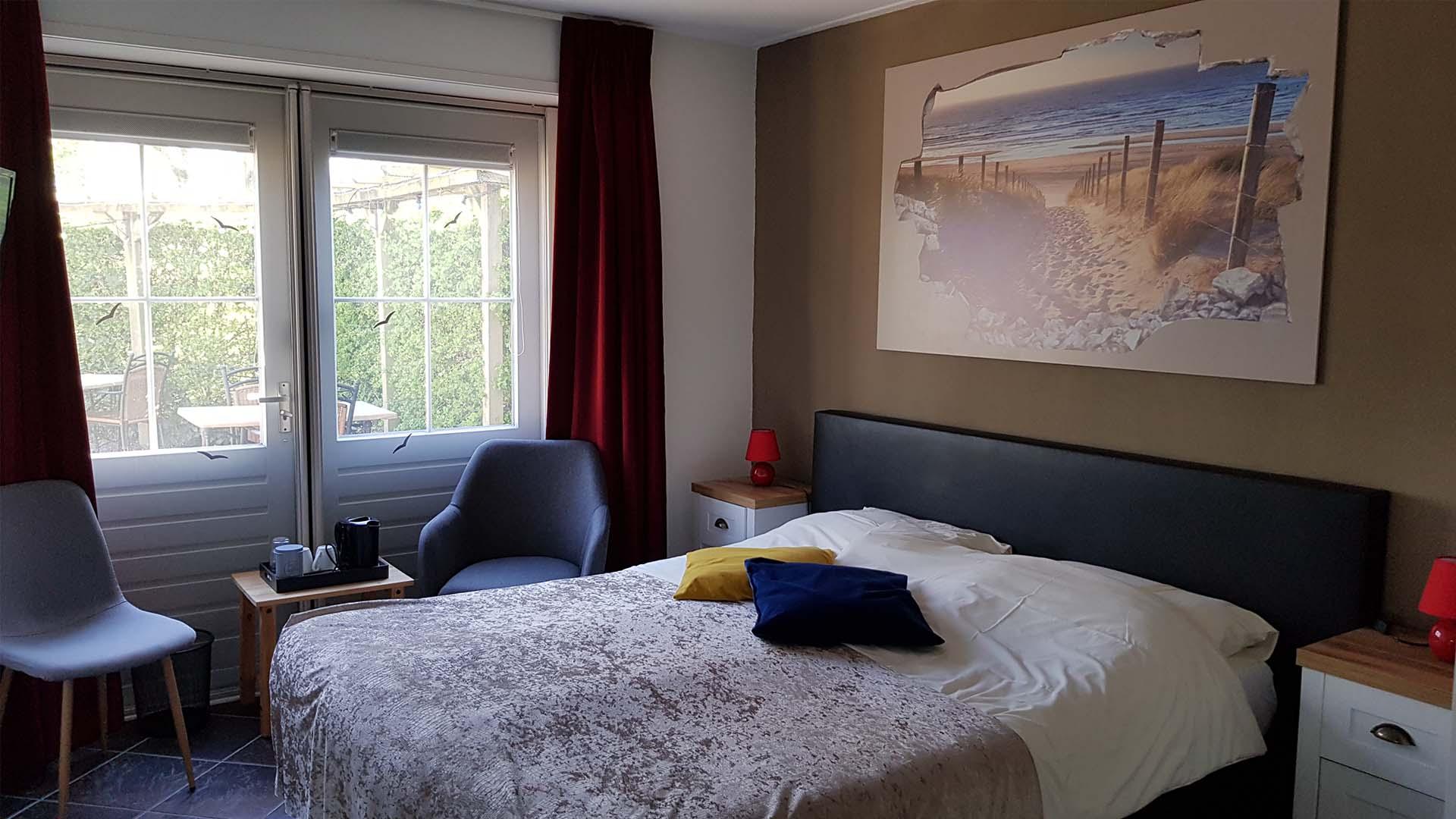 Tweepersoonskamer met uitzicht op het terras (kamer 9)